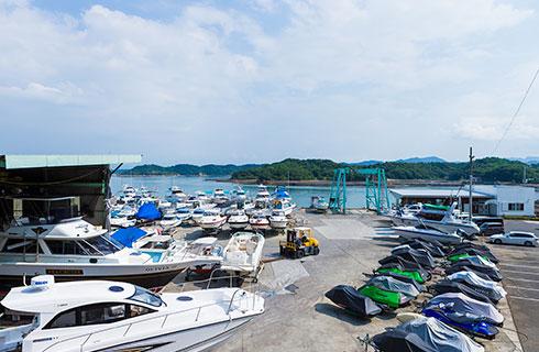 ボート100隻、水上バイク100隻以上保管可能なヤード